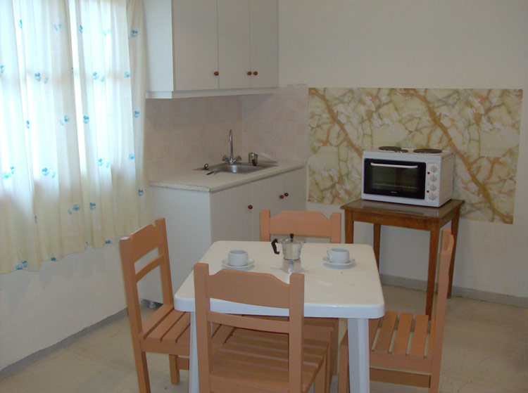 Agnes Apartments - dining area with kitchenette